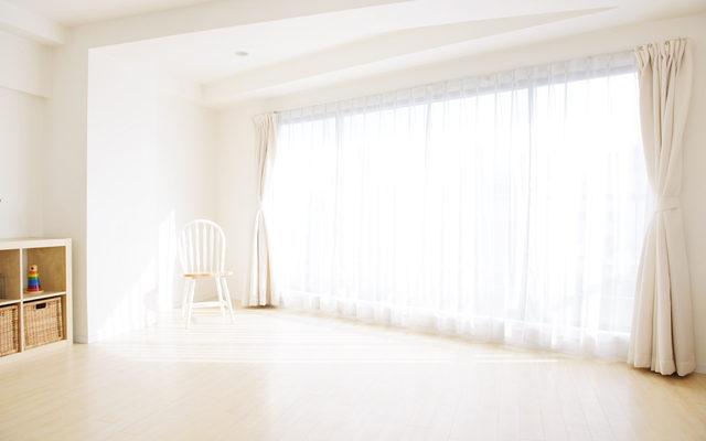 明るい日差しの差し込むお部屋